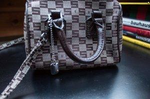 Sisley Bag Short mit Silberanhänger