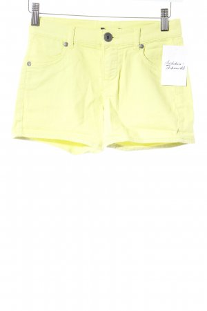 Sisley Hot Pants neon yellow beach look
