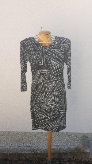 Sisters Point figurbetontes Kleid schwarz-weiß-grau