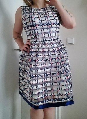 QED London Vestido babydoll blanco-azul
