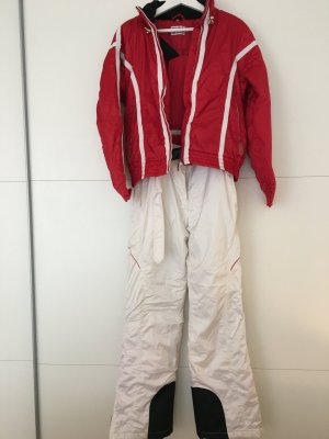 Skianzug in Rot und weiß