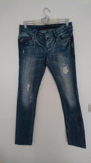 Skinny Destroyed Jeans mit Nieten