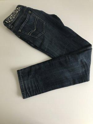Skinny fit Jeans mit Glitzer und Nieten am Bund