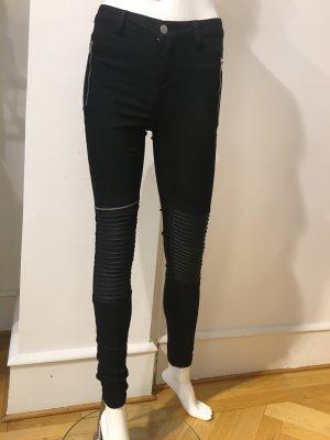Skinny Hose im Bikerlook