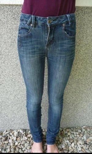 Skinny Jeans eng blau