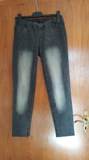 Skinny Jeans in grau mit heller Waschung