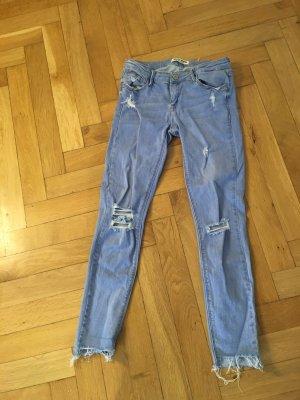 Skinny Jeans in hellblau