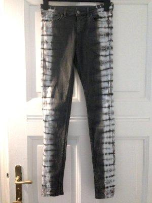 Skinny Jeans mit Batik Muster von H&M, Gr. 38 (passt auch Gr. 40)