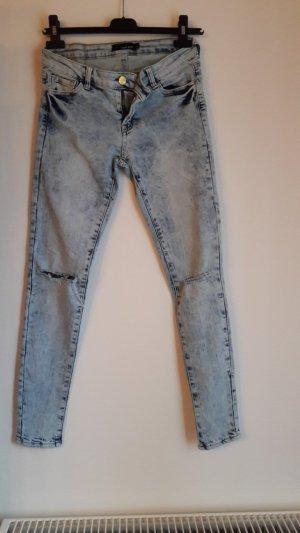 Skinny Jeans mit Destroyed Elementen