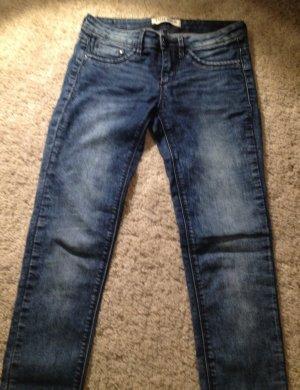 Skinny Jeans mit niedrigem Bund