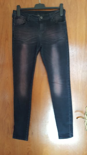 Skinny Jeans mit schwarz mit lila-Waschung