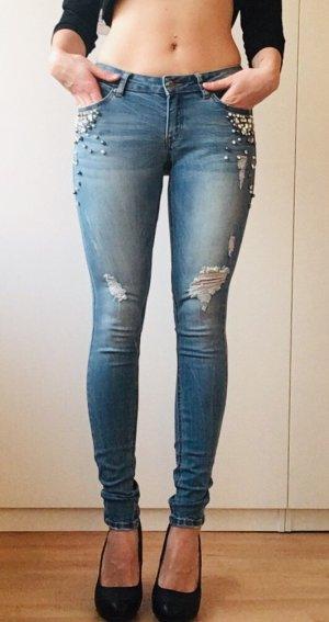 Skinny Jeans mit Steinchen & Perlen