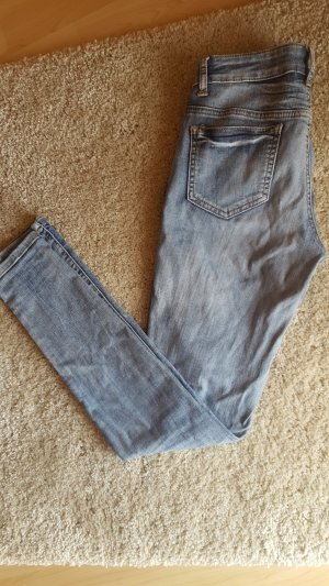 Skinny Jeans/ Röhrenjeans