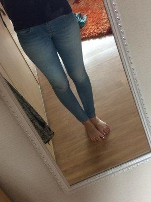 Skinnyjeans von Zara Größe 34