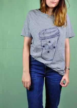 Skizze / Shirt mit Becher To Go