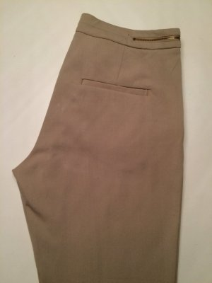 SLACKS BEIGE MIT REISVERSCHLUSSDETAIL IN GOLD