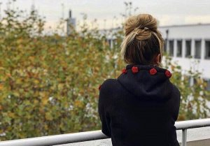 Jersey con capucha negro-rojo Poliéster
