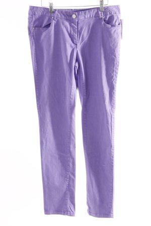Slim Jeans lilafarben