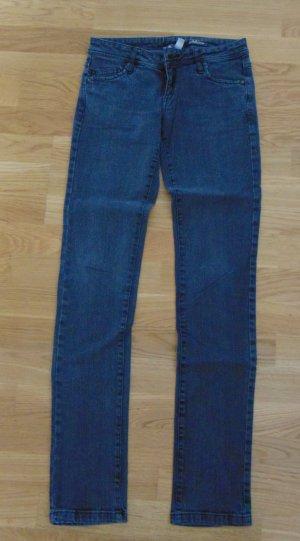 Slim Jeans mit tiefem Bund von Mango