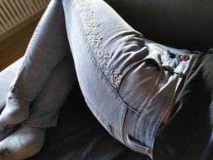 slimfit jeans 28/32 mit cooole Stickerei