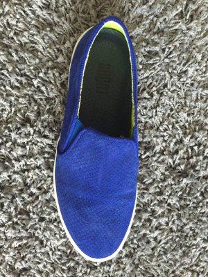 Slip on Sneaker in coolem BLAU