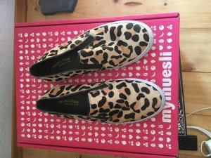 Slipper mit Leopardenfell