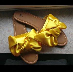 H&M Pantoffels bruin-geel