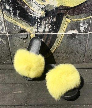 Slippers Fur Fell gelb Slides