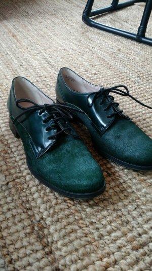 Smaragdfarbene Schnürschuhe aus Ponyfell von Clarks