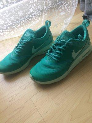 Nike Basket à lacet vert