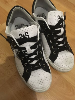 Sneaker stringata bianco-nero