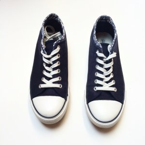 Sneaker / 39 / blau / weiß / Schnürschuhe / Muster