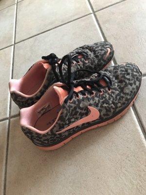 Sneaker 41 Nike Army Training Gym