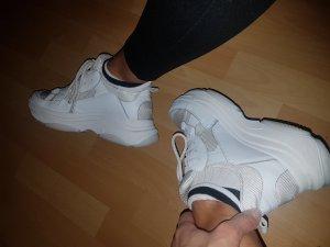 Sneaker absoluter Trend der Saison