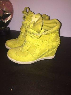 Sneaker ähnliche Schuhe mit Absatz