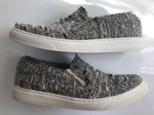 Sneaker aus Chanel-Tweedstoff