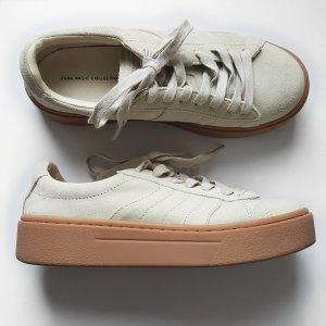 Sneaker aus Veloursleder