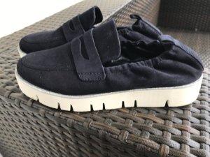 Sneaker der Marke K&S