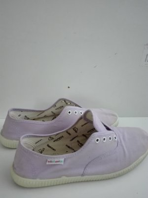 """Sneaker  für Sommer ,von """"Victoria"""" aus Bw/Kanwasstoff,in hell- flieder Farbe."""