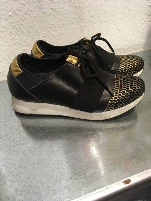 Sneaker/Halbschuhe