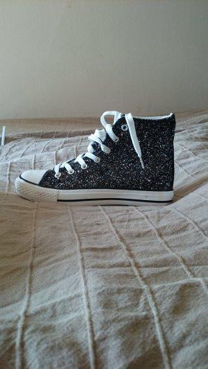 Sneaker im Converse-Style