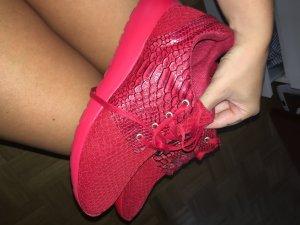 Sneaker im Nike Roshe Run Style