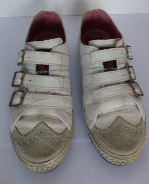 Sneaker im used Look mit Schnallen Timezone Gr. 38, weiß