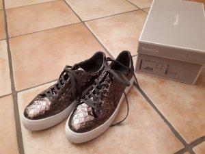Sneaker in bronze...