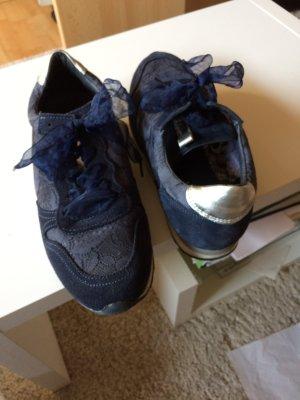 Sneaker in dunkelblau/silber  mit Taftschnürsenkel