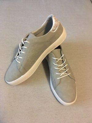 Sneaker in grau