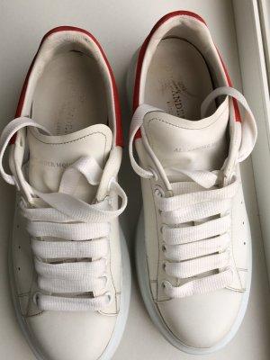 Alexander McQueen Basket à talon blanc-rouge cuir
