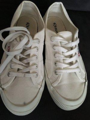 Sneaker in weiß von Superga