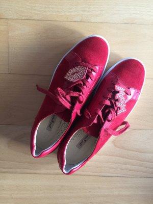 Sneaker in Wildleder