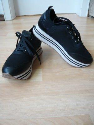 Sneaker low, Marke: Pull & Bear,  Gr. 39, schwarz, Lederimitat/Textil, getragen